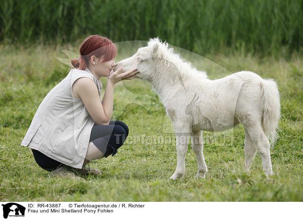 frau und mini shetland pony fohlen woman and miniature shetland pony foal rr 43887. Black Bedroom Furniture Sets. Home Design Ideas