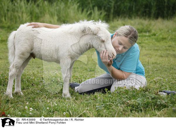 frau und mini shetland pony fohlen woman and miniature shetland pony foal rr 43889. Black Bedroom Furniture Sets. Home Design Ideas